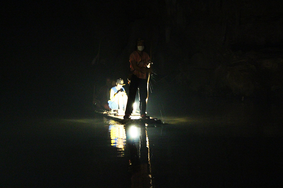 Bamboo raft Lod Cave