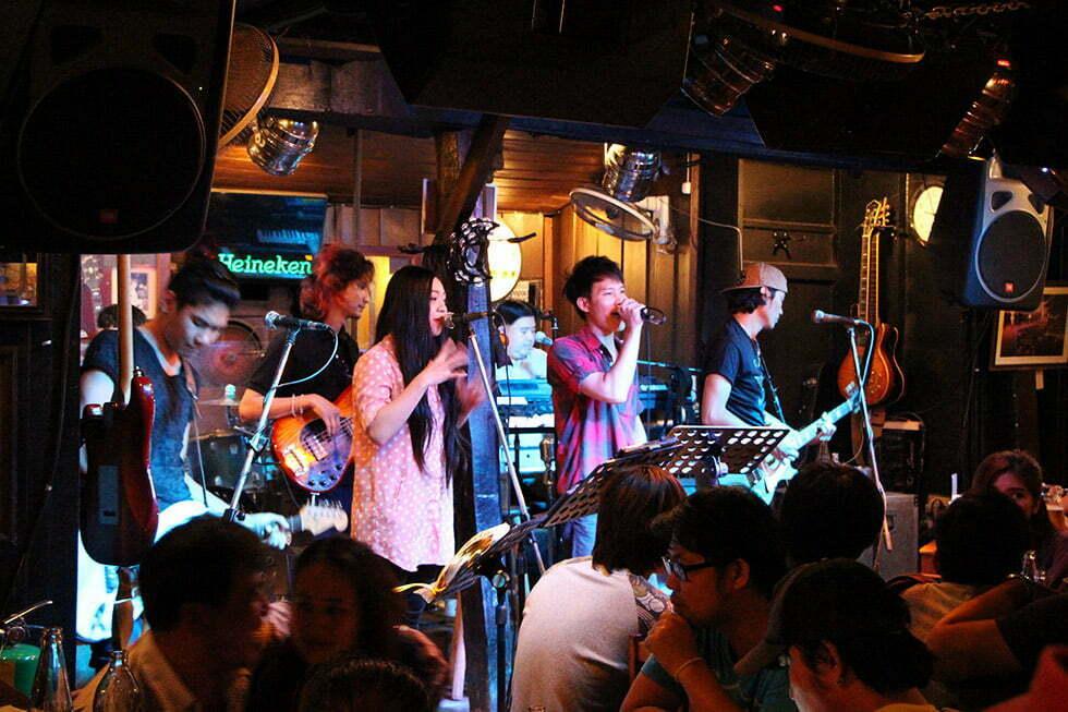 Restaurants in Chiang Mai - Riverside Bar Live Muziek