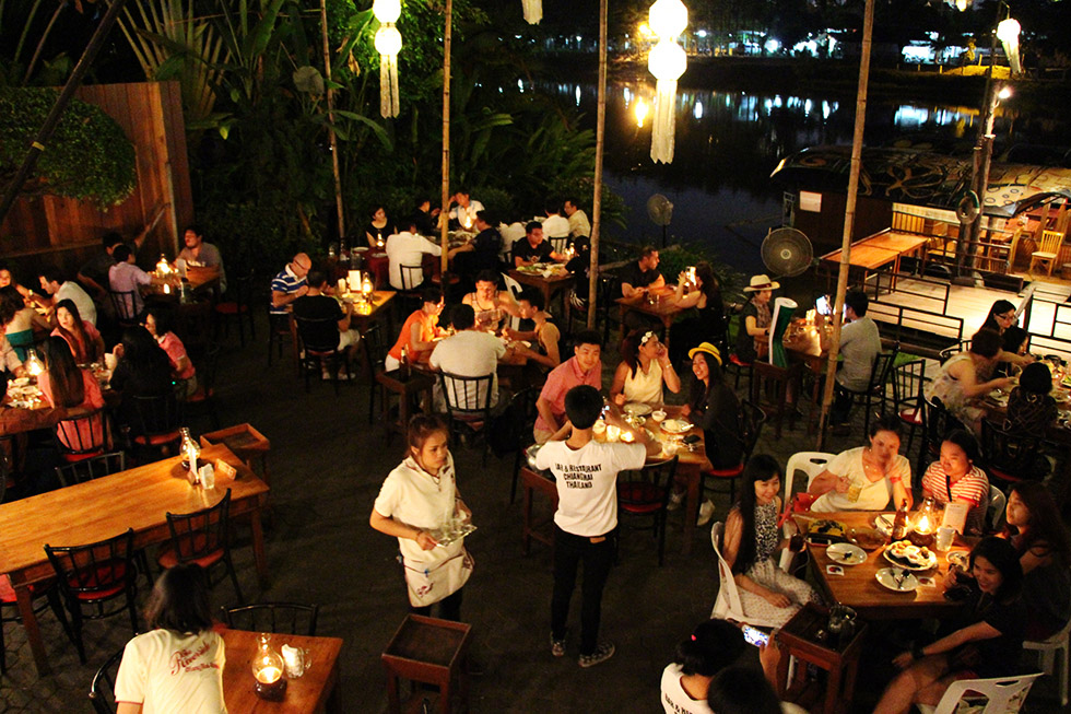 Restaurants in Chiang Mai - Riverside Bar