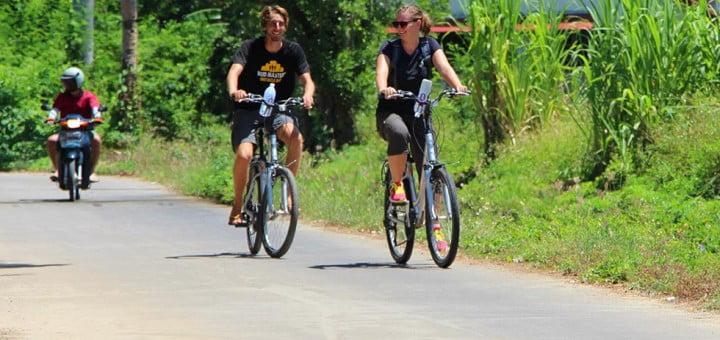Sander en Mariska op de fiets