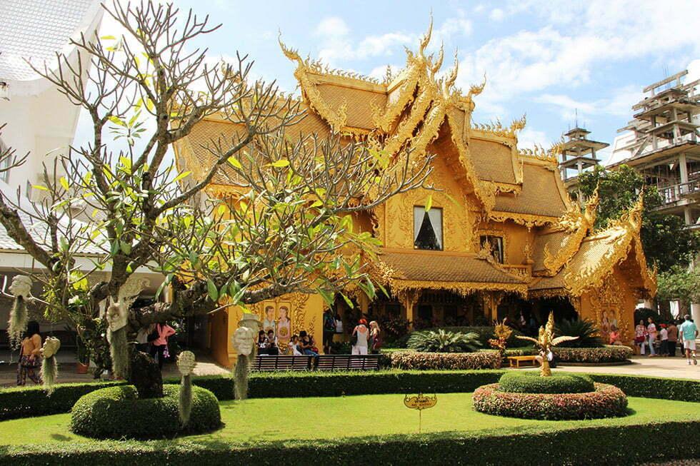 Wat Rong Khun - gouden wc gebouw