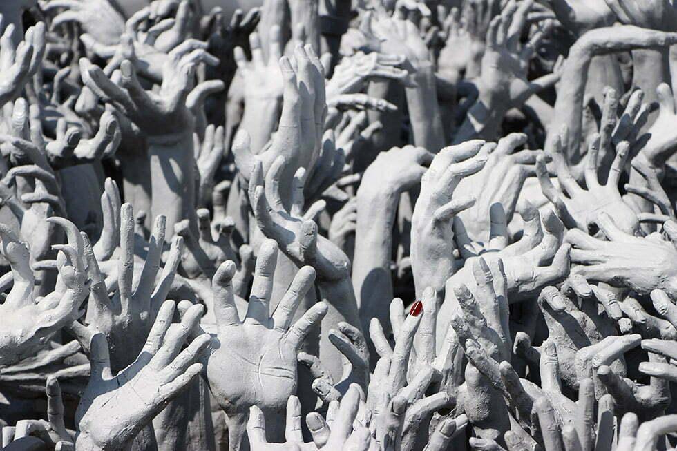 Wat Rong Khun - handen bij de witte tempel