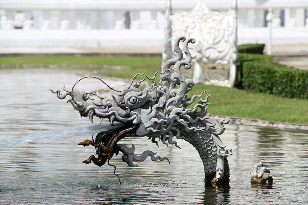 Wat Rong Khun - Witte tempel draak