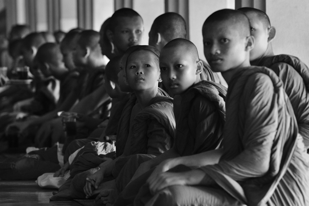 Jonge monniken bij Wat Phra Kaew - Tempels Bangkok