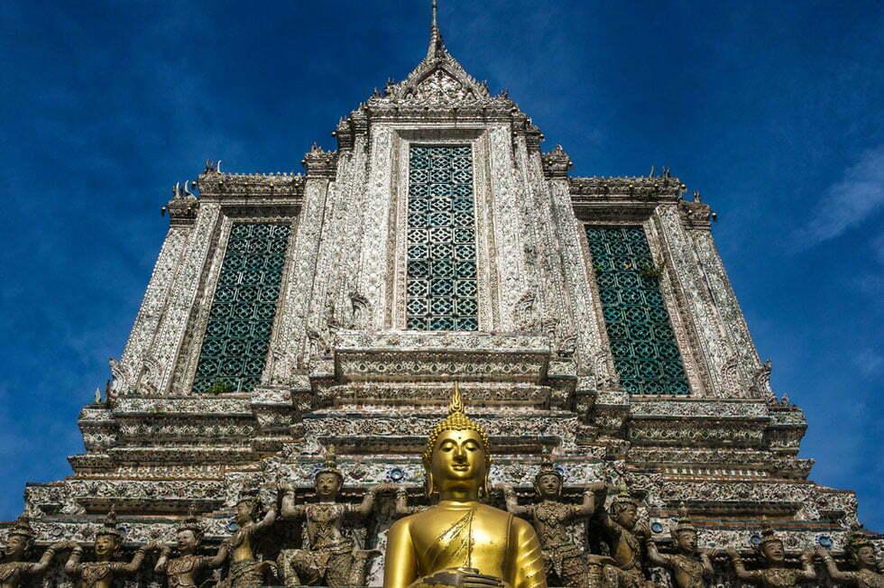 Een gouden boeddha in Wat Arun - Tempels Bangkok
