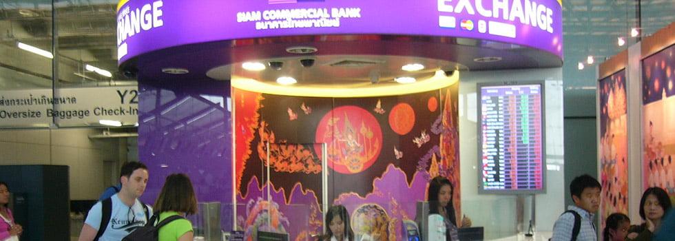 Wisselkantoor op de luchthaven van Bangkok. Foto: Wikimedia Commons