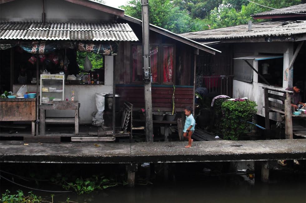 Sloppenwijk in Bangkok - Fietsen in Bangkok