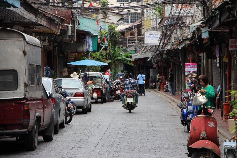 Een typisch weggetje in Chinatown Bangkok