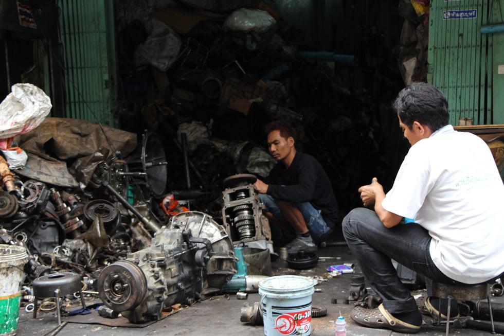 Overal wordt hard gewerkt - Chinatown Bangkok