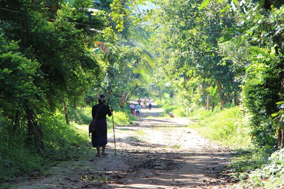 Een oude vrouw in Karen dorpje - Thung Yai