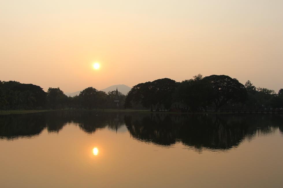 Zonsondergang in Sukhothai