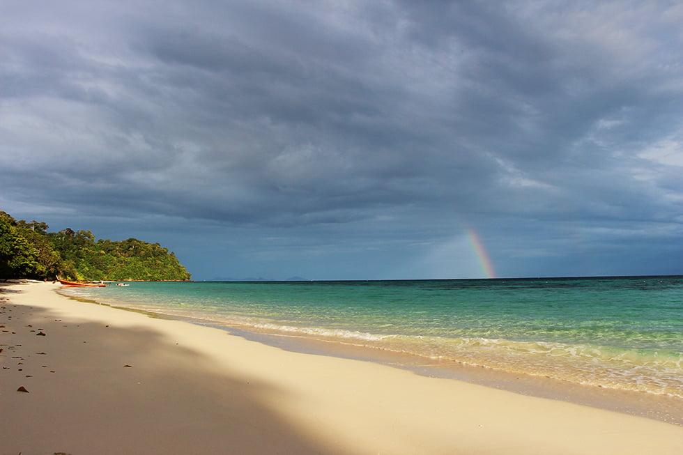 Parelwit strand op Koh Rok