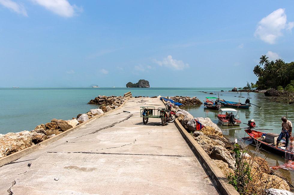 Oude pier Nang Kam Beach