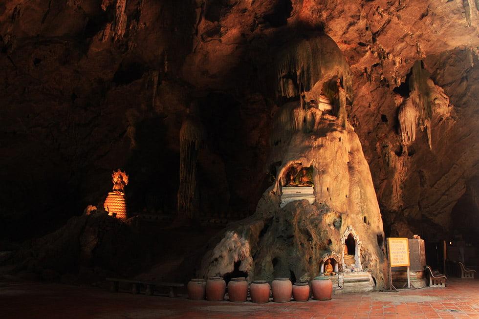 Khao Luang Cave Boeddha overzicht