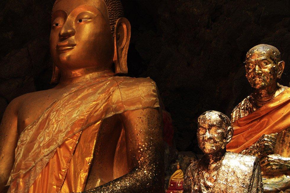 Khao Luang Cave Gouden Boeddhas