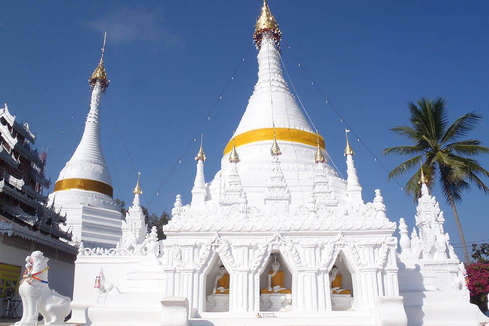 Wat Phra That Doi Kong Mu met een strakblauwe lucht. Foto: Durante