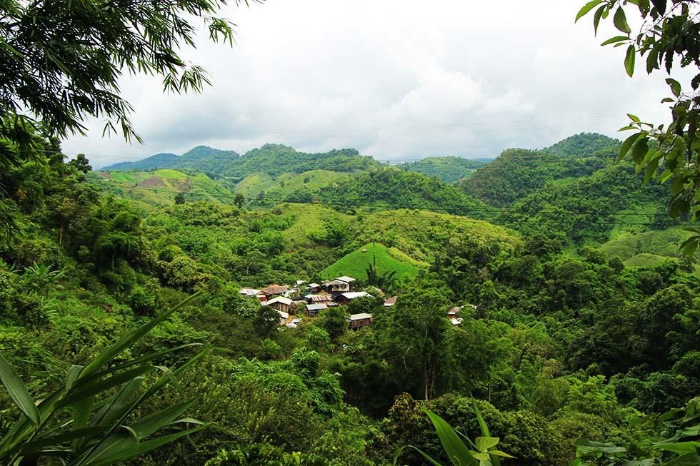 Klein dorpje bij Thaton in Noord-Thailand