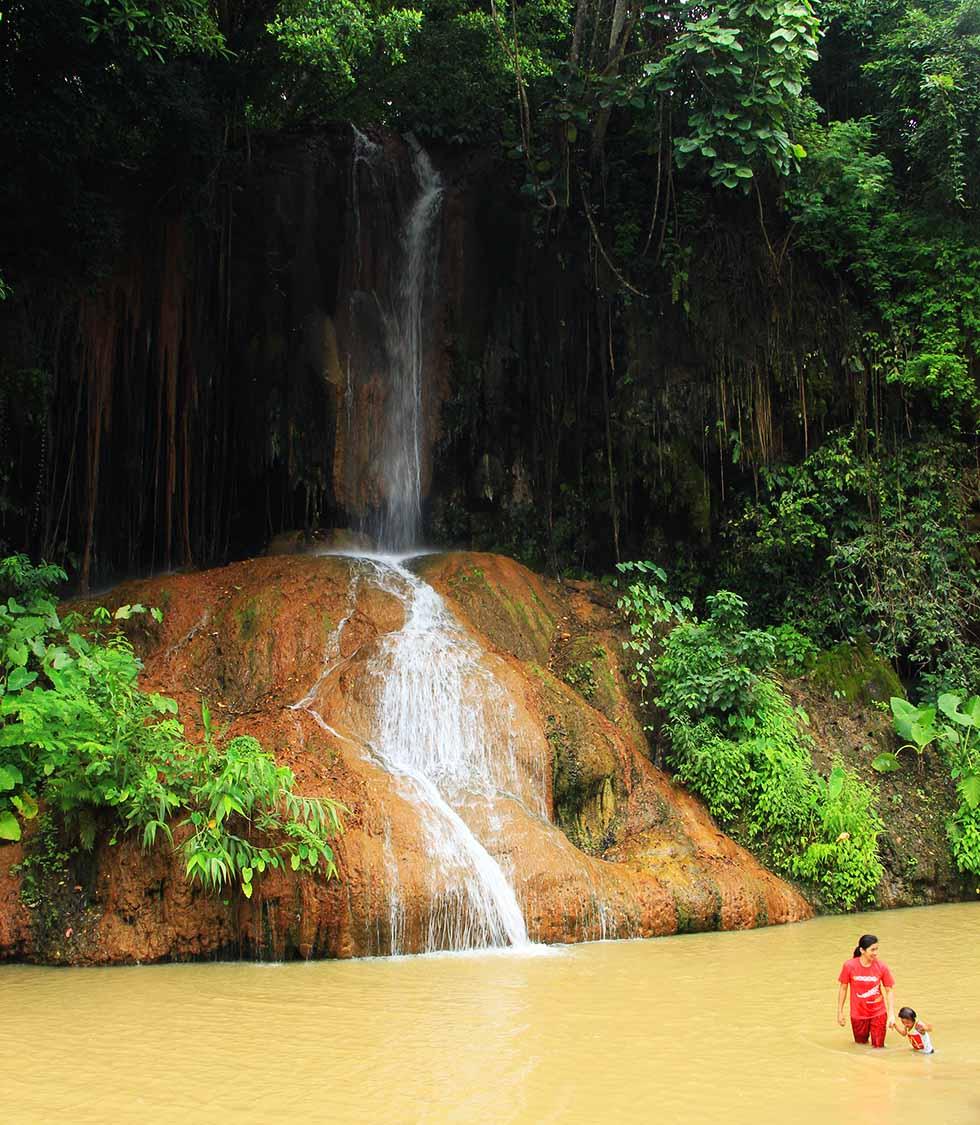 Onderweg passeerden we meerdere watervallen. Heerlijk om even een pauze te nemen!