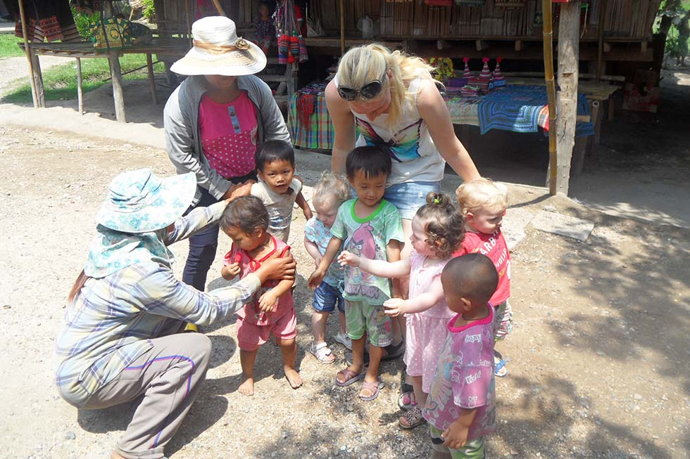 Spelen met andere kindertjes!