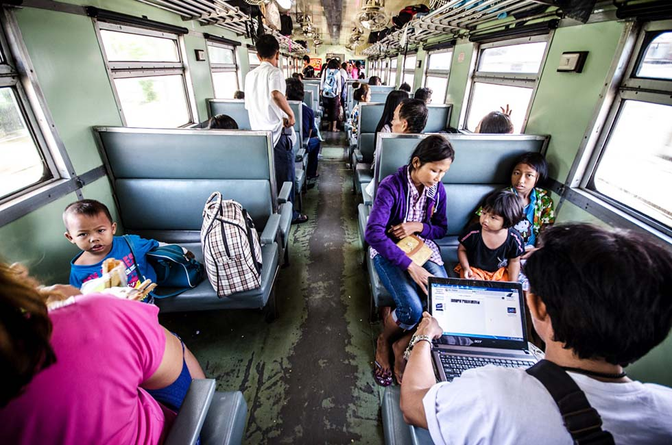 Derde klas trein - Thailand met kinderen