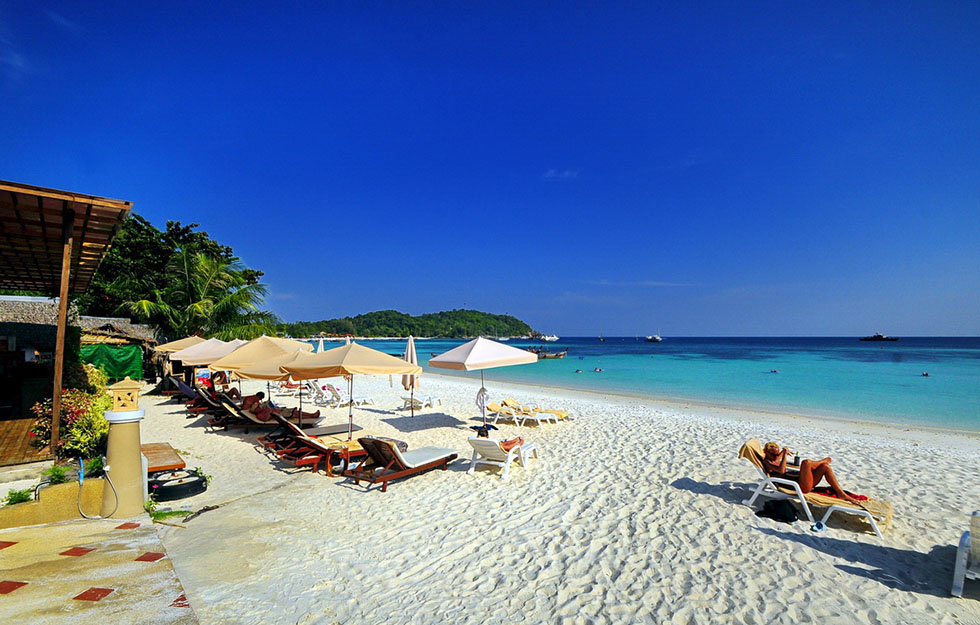 Pattaya Beach - The Beachfrontclub