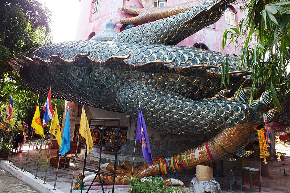 Draak om tempel - Wat Samphran