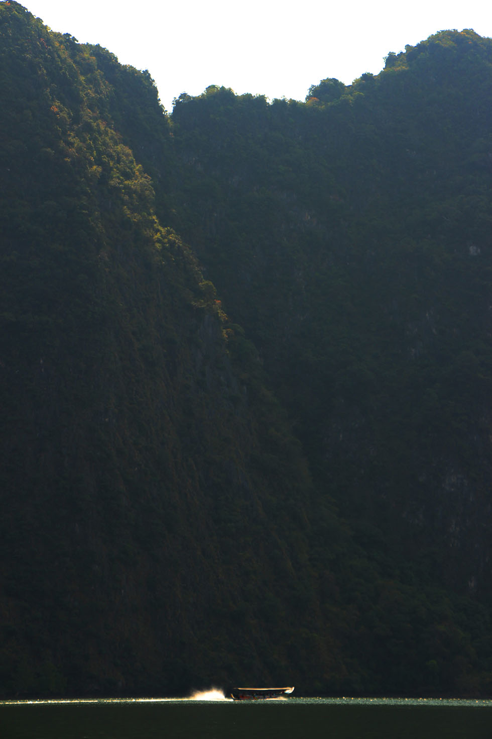 Immense rotsen Phang Nga bay