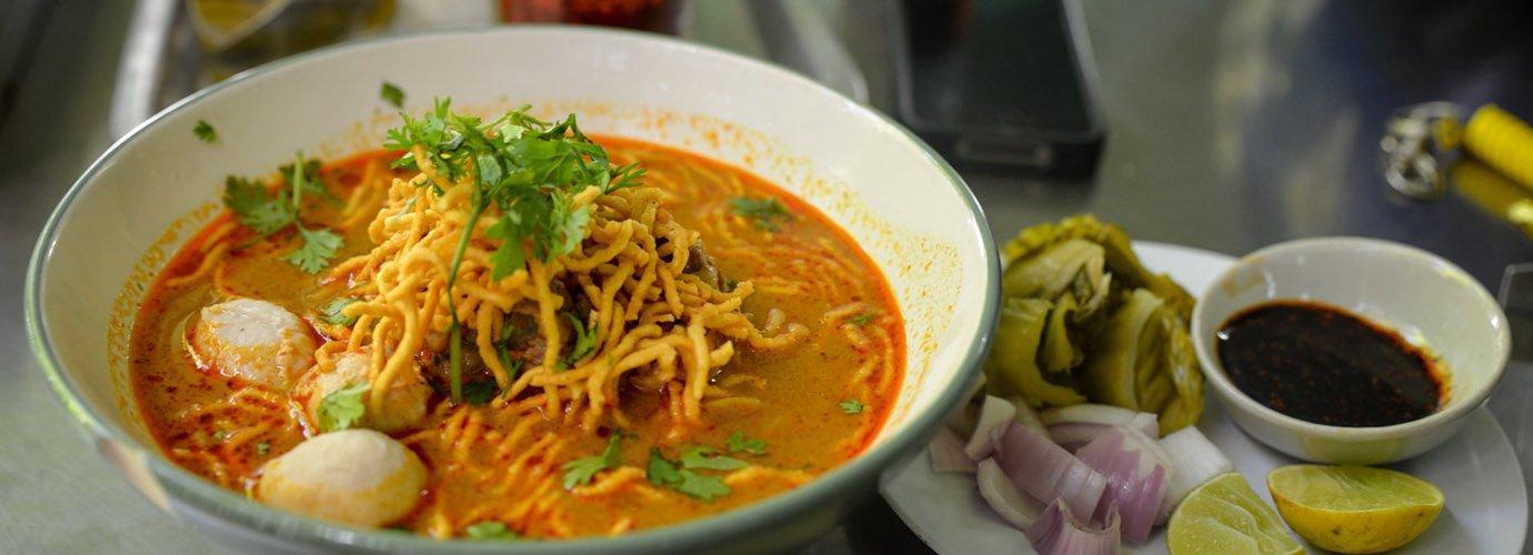 Bestel de Khao Soy - een typisch Noord-Thais gerecht!
