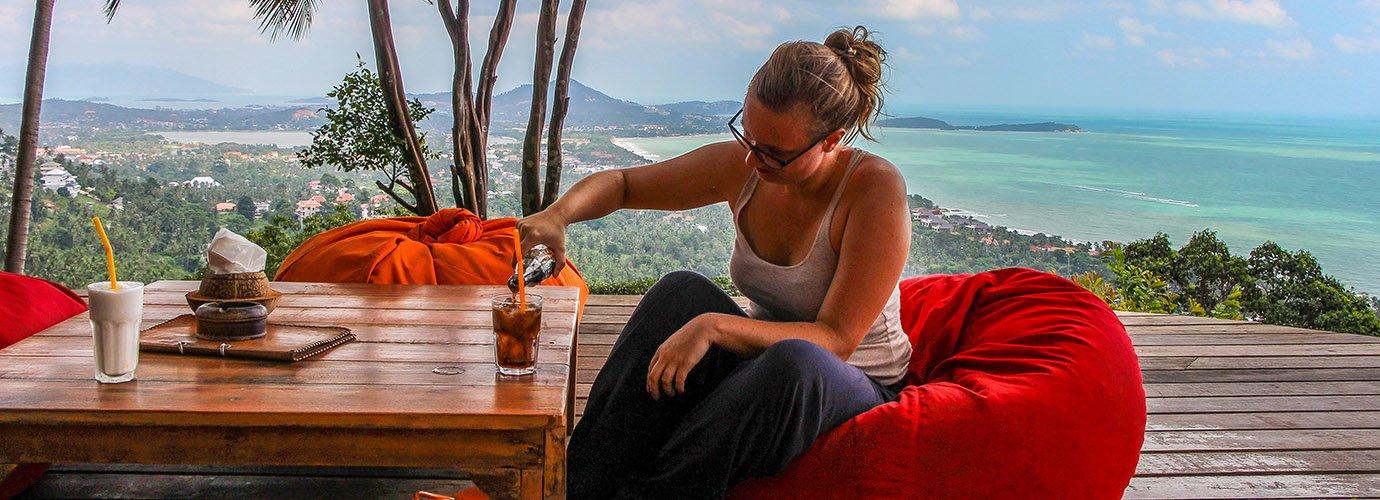 Drankje doen bij The Jungle Club op Koh Samui
