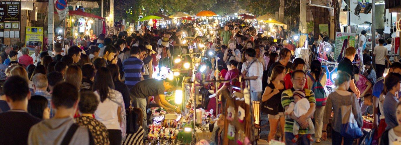 De supergezellige Sunday Walking Street in het centrum van Chiang Mai.