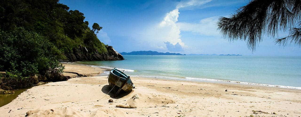 Verlaten stranden in het zuiden van Koh Lanta