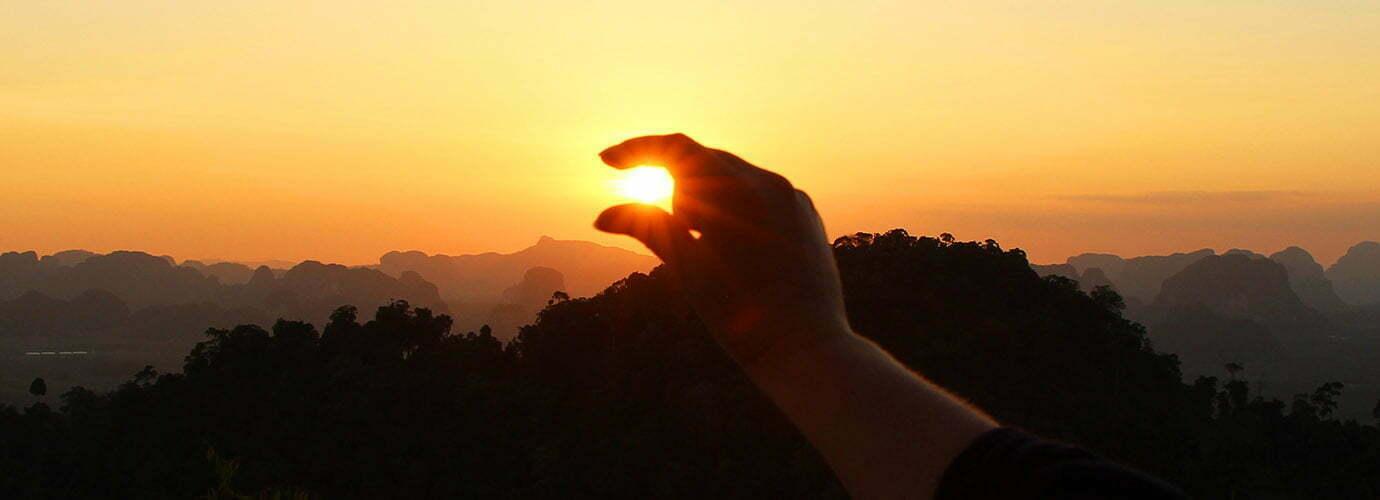 Zonsondergang vanaf de Tiger Cave Temple