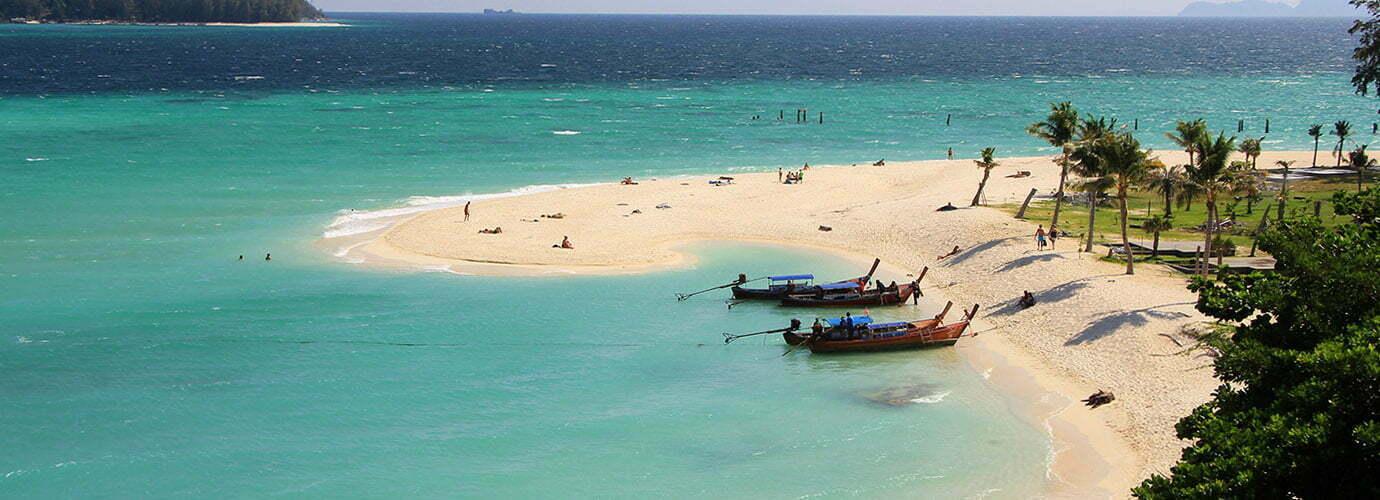 Het noordoostelijke puntje van Sunrise Beach op Koh Lipe