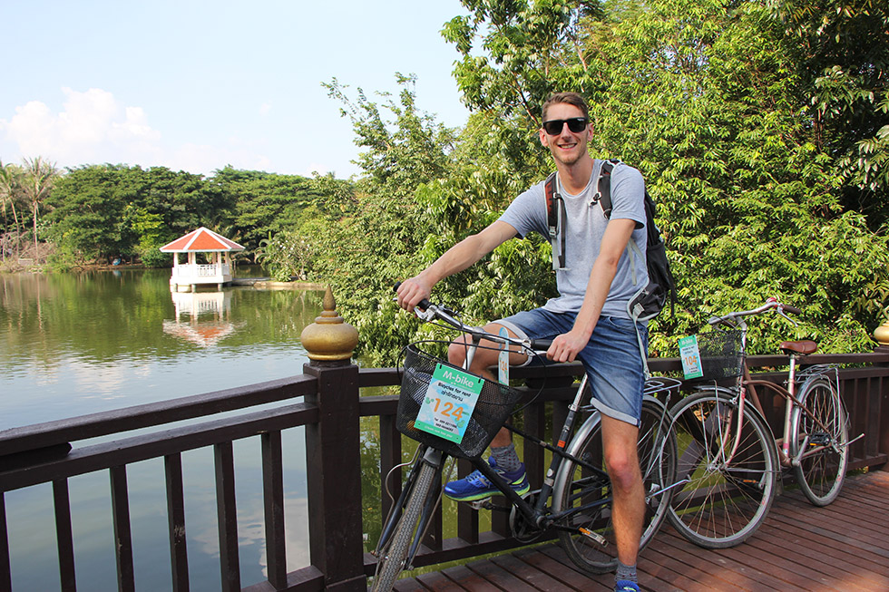 Je fiets rondom een mooie vijver