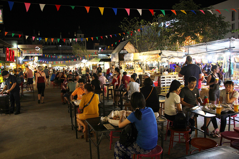Ploen Rudee Market in Chiang Mai
