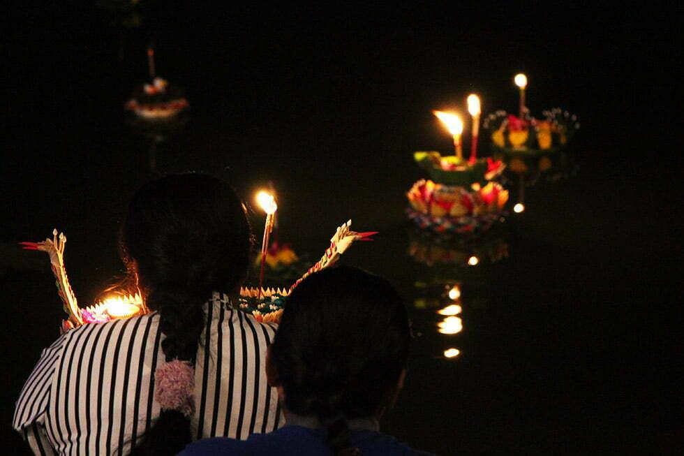 Krathongs te water laten in Sukhothai