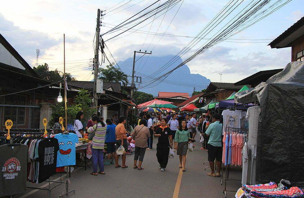 De Walking Street van Chiang Dao