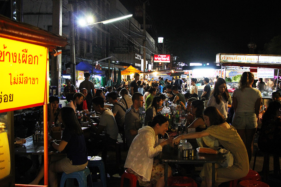 Street food bij de Chang Puak Gate in Chiang Mai