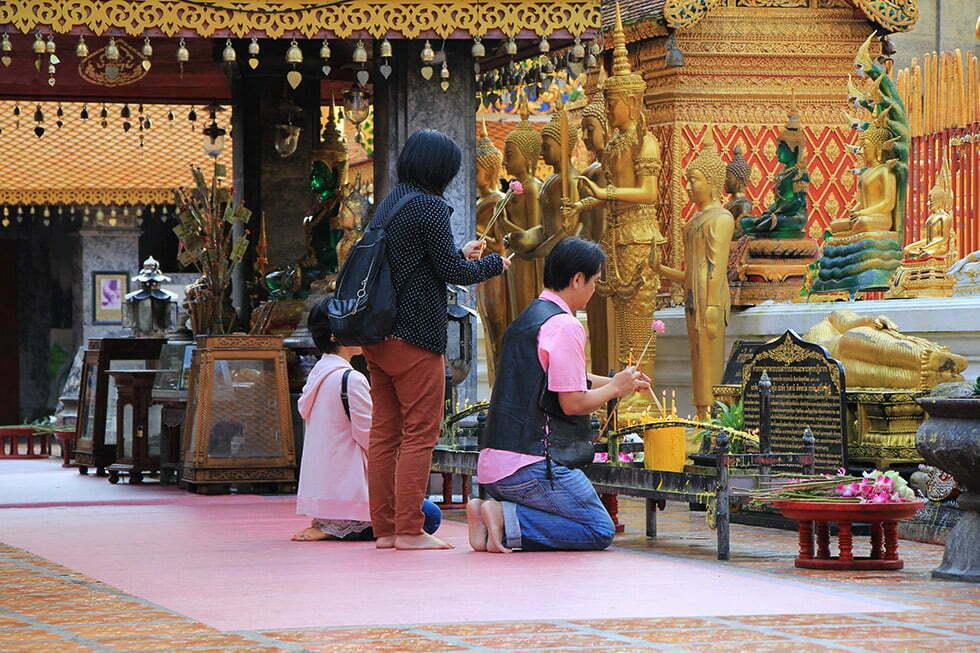 Offers worden gebracht bij de Doi Suthep