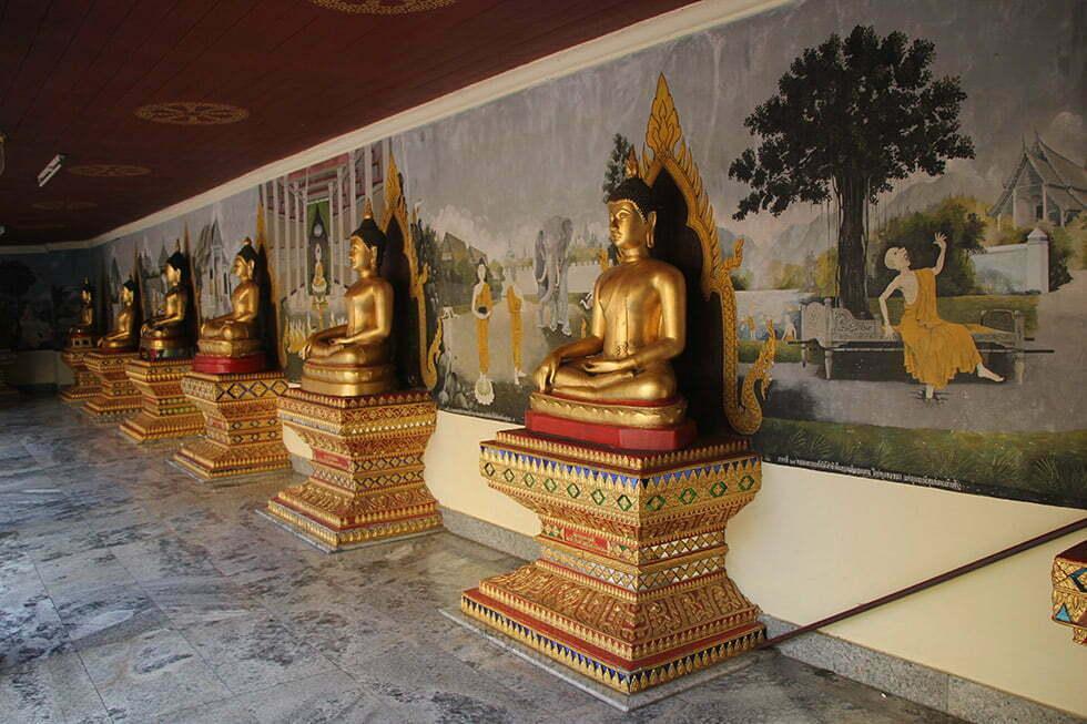 Muurschilderingen die het verhaal van de Boeddha vertellen bij Doi Suthep