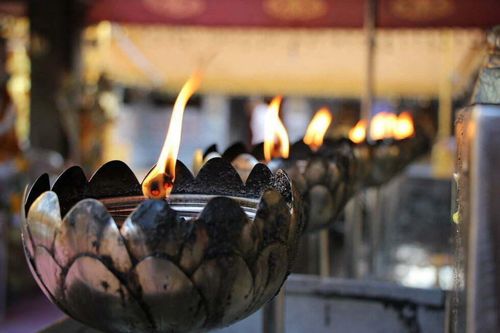 Kaarsen bij de Doi Suthep in Chiang Mai