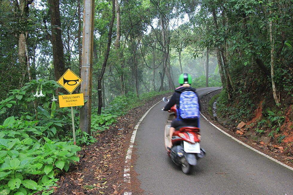 Op de scooter op de Doi Suthep