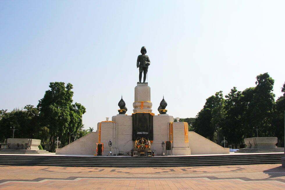 De ingang van het Lumphini Park