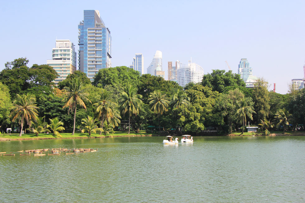 Met een waterfiets chillen in Lumphini Park