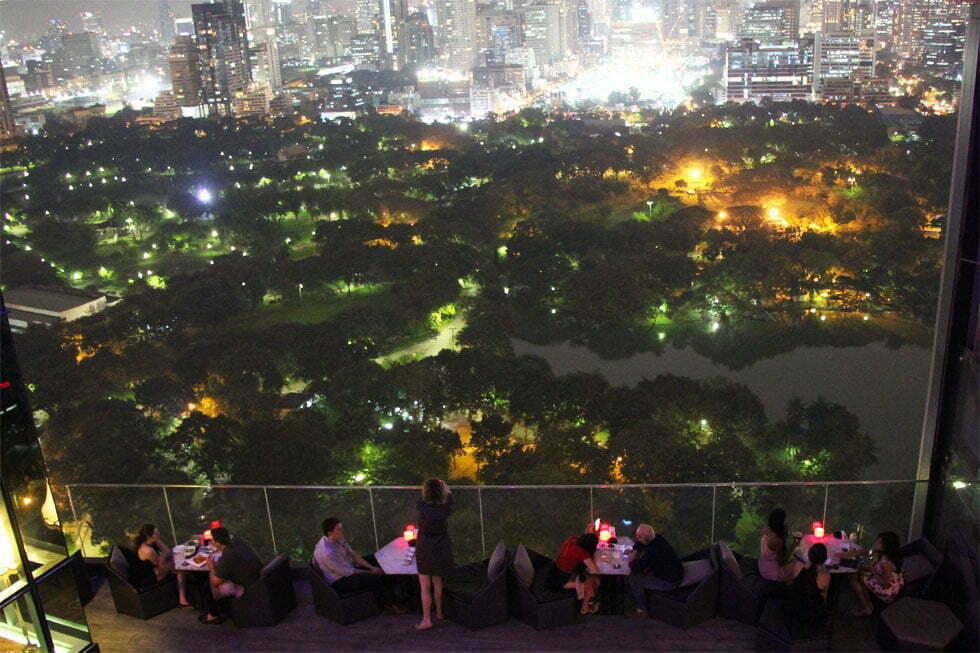 Schitterend uitzicht vanaf de HI-SO Rooftopbar op Lumphini Park