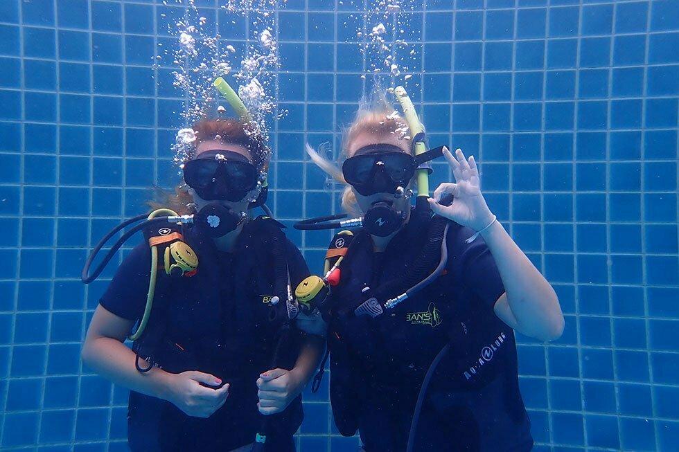 PADI Buddyteam in het zwembad