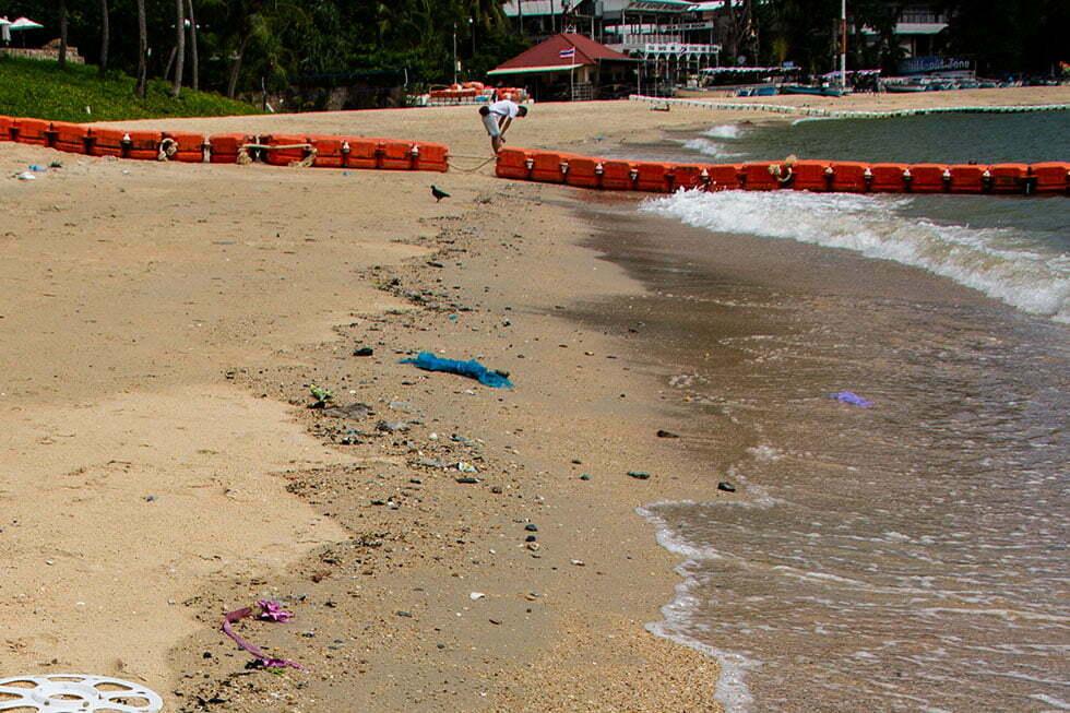 Het vervuilde Wongamat in Pattaya