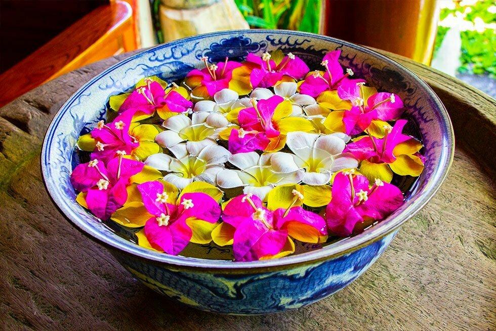 Verse bloemen bij  Tamarind Forest Spa