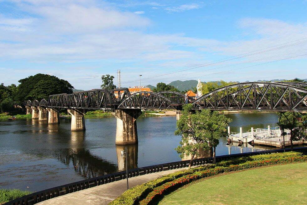 Brug over de rivier Kwai in Kanchanaburi