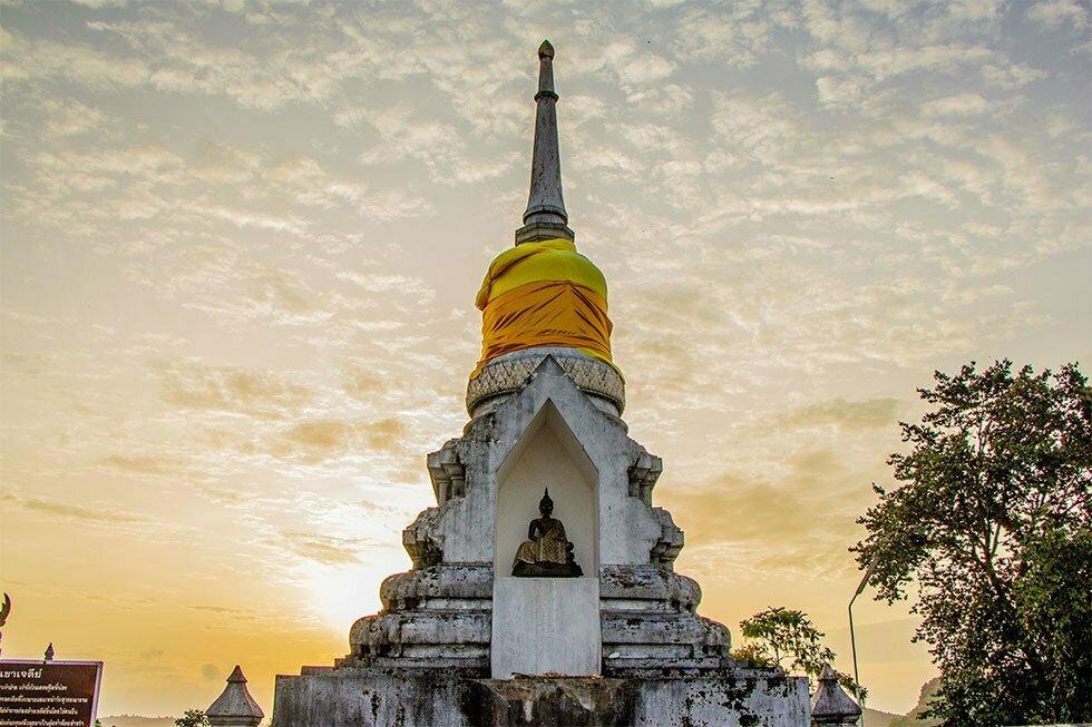 Wat Khao Chedi Chumphon